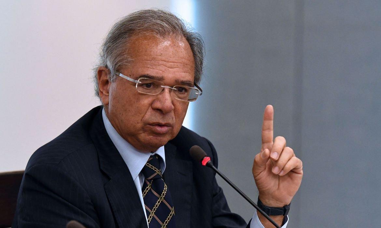 Guedes diz que governo vai liberar R$ 1 bi para educação