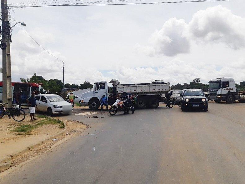 Acidente entre três veículos deixa pessoas feridas na BR 316