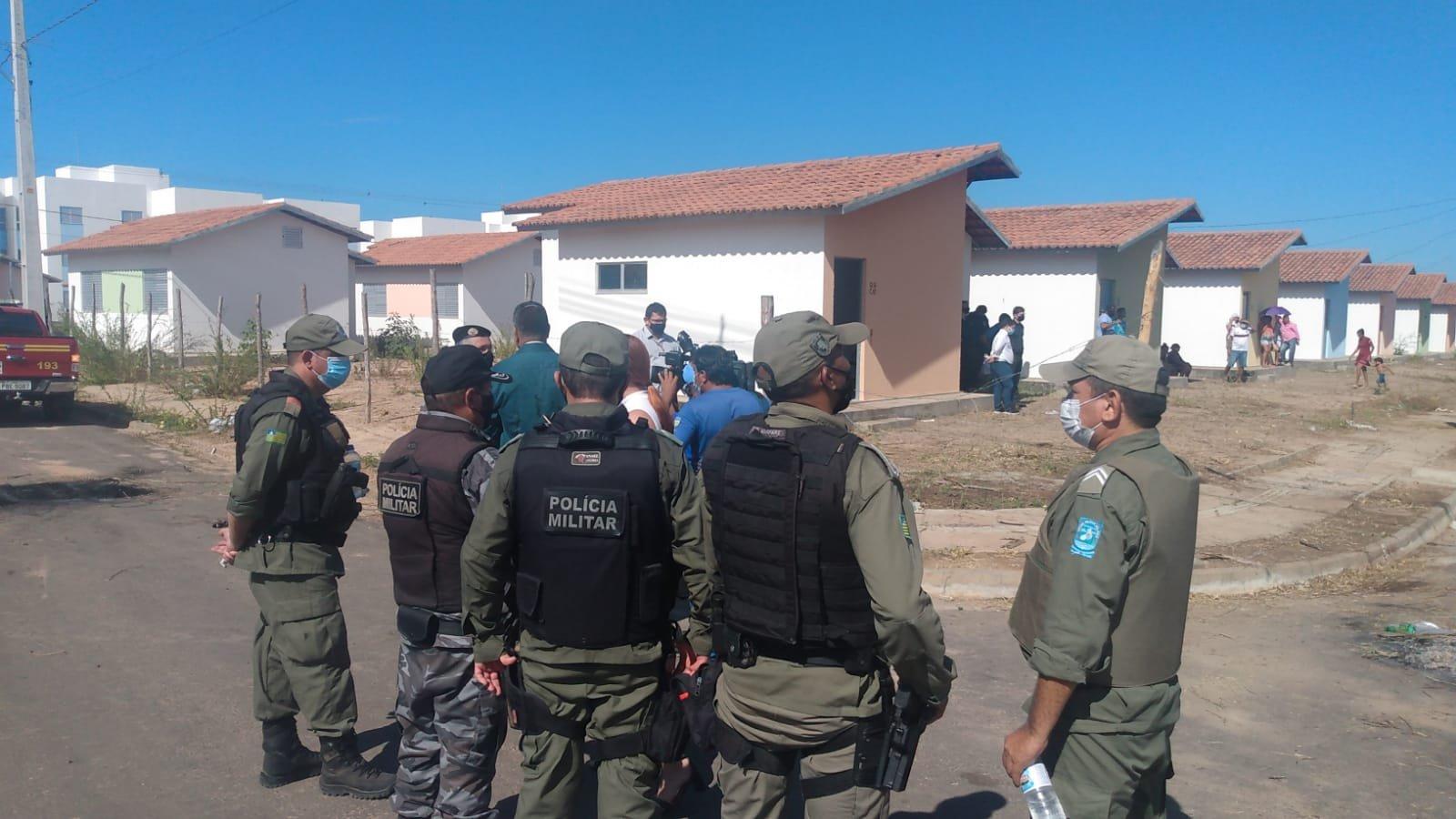 Polícia Militar e Polícia Federal cumprem reintegração em imóveis da Caixa em Teresina
